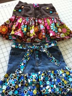 Buttons, Bows & Bling: Blue Jean Shorts to Skirt Part - 2 - Donna Latson - Artisanats Denim, Denim Ideas, Denim Crafts, Blue Jean Shorts, Blue Jeans, Recycle Jeans, Recycled Denim, Diy Clothing, Refashioning Clothes