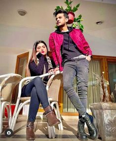 Stylish Girls Photos, Girl Photos, Cute Poses For Pictures, Beautiful Couple, Photo Poses, Pakistani, Capri Pants, Couples, Fashion