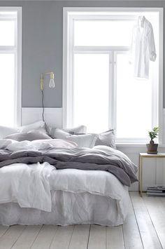 36 Cozy Minimalist Bedroom Design Trends - Home Decor Ideas Master Bedroom Design, Home Bedroom, Bedroom Decor, Bedroom Ideas, Linen Bedroom, Grey Wall Bedroom, Master Suite, White Gray Bedroom, Bedroom Inspiration Cozy