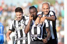 BotafogoDePrimeira: Bota vence Bangu e entra na zona de classificação ...