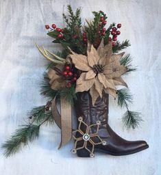 Western Christmas Decorations, Farmhouse Christmas Decor, Christmas Centerpieces, Holiday Decorations, Seasonal Decor, Fall Decor, Christmas Projects, Christmas Diy, Christmas Wreaths