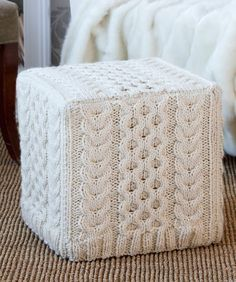 Use crochet pattern to get this effect knitted ottoman cover Knitting Projects, Crochet Projects, Sewing Projects, Knitting Tutorials, Knitting Ideas, Crochet Home, Knit Crochet, Crochet Granny, Lion Yarn