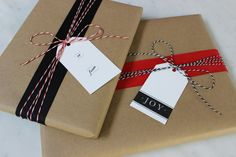 holiday gift wrapping ideas. kraft paper, baker's twine with red and black grosgrain ribbon. More ideas and a printable template for the gift tags on jane-can.com.