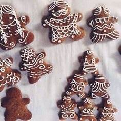 """@Peggy Vasilik thanks for sharing your beautiful gingerbread cookies (showcasing some amazing pastry bag artistry!) with feedfeed, a group of food enthusiasts cooking, baking and sharing inspiration (feedfeed.info): """"#Gingerbread #cookies"""" #feedfeed http://evpo.st/1dpFkWR"""