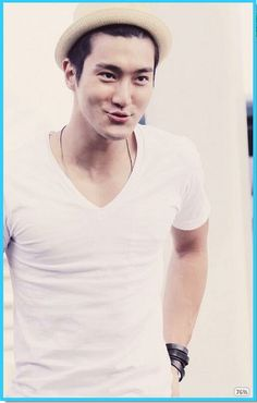 Handsome! Guapo!  08 Whose Lips Do You Want to Kiss on Kiss Day? Choi Siwon! xDDD  http://mwave.interest.me/star/poll/vote.m?poll_seq=298
