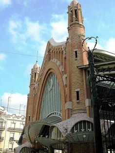 Fachada a Conde de Salvatierra. Mercado de Colón. Valencia..
