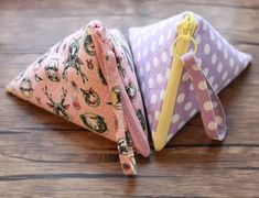 How to Sew a Pyramid Pouch Zipper Cosmetic Bag Tutorial.<br> How to sew a pyramid pouch. Cosmetic Bag Tutorial, Diy Bags Tutorial, Zipper Pouch Tutorial, Coin Purse Tutorial, Cosmetic Pouch, Makeup Bag Tutorials, Diy Makeup Bag, Makeup Geek, Sewing Hacks