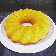 Hoje é dia da Isabela levar bolo de cenoura para escola vai ter lanche coletivo para comemorar a semana da pátria!  Aqui em casa todo mundo adora esse bolo de cenoura faço com farinha integral fica mega delicioso.  Fiz o bolo e mais 3 cupcakes que foi só tirar do forno para serem devorados!!! #diadebolodecenoura #bolodecenoura #maternidade #lanchenaescola #lanche #filhos #diademãe
