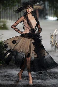 Christian Dior Fall 2005 Couture Fashion Show - <em>New Look</em>