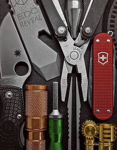 Separate from the EDC kit shop and urban survival equipment list page, this is actual gear Edc Tools, Survival Tools, Survival Knife, Survival Mode, Survival Stuff, Bushcraft Gear, Bushcraft Camping, Camping Equipment, Camping Gear