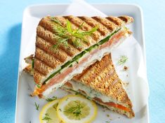 Croque monsieur with salmon and Boursin - Brunch Boursin Recipes, Cheese Recipes, Cooking Recipes, Cheese Food, Clean Eating Snacks, Healthy Snacks, Healthy Recipes, Smoked Salmon Bagel, Sandwiches