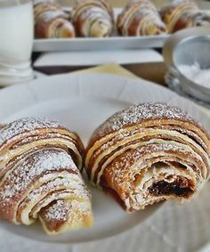 Extra jemné, lahodné croissanty s čokoládou Czech Recipes, Raw Food Recipes, Sweet Recipes, Baking Recipes, Cake Recipes, Small Desserts, Sweet Desserts, Czech Desserts, Chocolate Garnishes