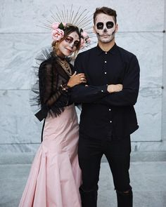 Stunning Day of the Dead couple costume (Sincerely Jules) Halloween Inspo, Halloween Dress, Couple Halloween Costumes, Halloween Skull, Vintage Halloween, Halloween Diy, Halloween Makeup, Skeleton Costumes, Skeleton Makeup