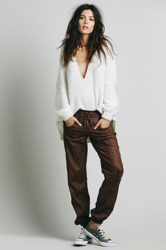 30 Sweatpants Outfits That Are Chic, Not Schlubby #refinery29  http://www.refinery29.com/best-sweatpants-outfits#slide5