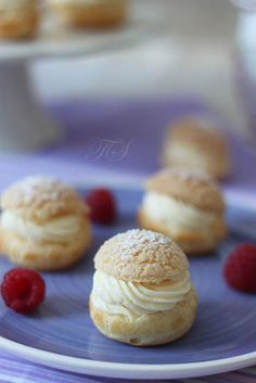 Diplomatic cream and raspberry cream puffs - Cuisine Best Christmas Crackers, Cracker Toffee, Cake & Co, Eclairs, Cupcake Cookies, Biscotti, Food And Drink, Cooking Recipes, Bread