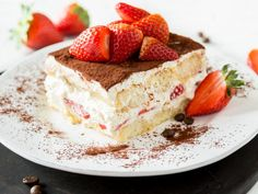 Strawberry tiramisu with orange juice - sweet summer - Devileye - Trifle Desserts, Dessert Recipes, Strawberry Shortcake Dessert, German Bakery, Winter Desserts, Summer Snacks, Strawberry Recipes, Strawberry Tiramisu, Strawberry Summer