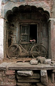rust bicycle by Kaushal Hvj / Old Abandoned Houses, Abandoned Places, Old Houses, Derelict Buildings, Old Buildings, Vw Vintage, Old Bicycle, Old Doors, Wabi Sabi