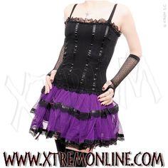 Vestido gótico negro y morado con tul y blondas.