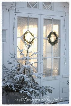 snow is the best white Christmas decoration of all French Christmas, Magical Christmas, Merry Little Christmas, White Christmas, Christmas Holidays, Christmas Decorations, Xmas, Holiday Decor, Scandinavian Cottage