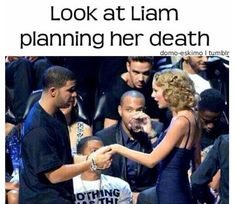 OMG HAHAHA<< Liam's all serious and then there's zayn right next to him.... Smiling!!! Lol
