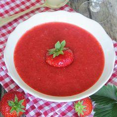 Nyttig, härlig jordgubbskräm helt utan socker! Håller ett par dagar i kylen.