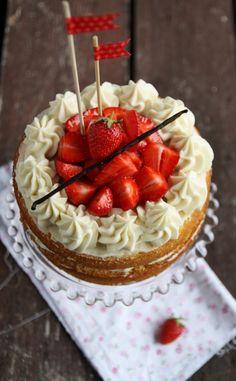 Naked cake alle fragole e vaniglia