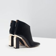 Discover the new ZARA collection online. Winter Shoes For Women, Womens Summer Shoes, Cute Ankle Boots, Black Ankle Boots, Zara, Bootie Boots, Shoe Boots, Stylish Boots, Me Too Shoes
