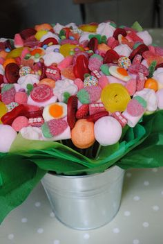 LOS DETALLES DE BEA Candy Kabobs, Candy Sushi, Erika, Communion, Marshmallow, Ale, Centerpieces, Sweets, Breakfast