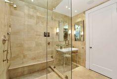carrelage salle de bains en travertin et paroi de douche en verre