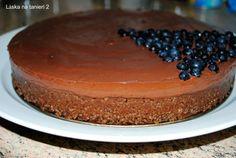 """""""Slintala"""" som po tejto torte odkedy som ju uvidela a moje vizuálna predstavivosť chuti sa vôbec nemýlila. Zachladená je výbornááááááááá :-) Torta sa nepečie, takže teplo v kuchyni nehrozí, stačí necelú polhodinku pri sporáku a potom sa už iba chladí..."""