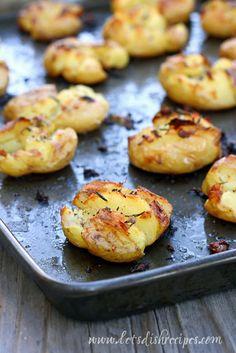 Crispy Garlic Rosemary Smashed Potatoes would make a delicious alternative to regular mashed potatoes this Thanksgiving! #FamilyThanksgiving