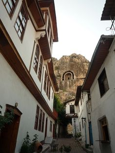 The Ottoman houses and royal cliff tombs of Amasya, northern Turkey (by richard0428).