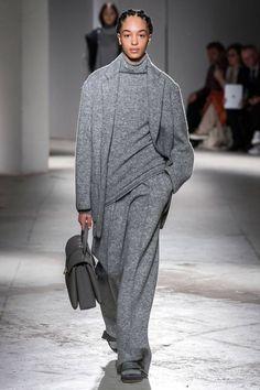 Agnona Fall 2019 Ready-to-Wear Fashion Show - Vogue Fashion Mode, 50 Fashion, Grey Fashion, Winter Fashion, Fashion Show, Fashion Outfits, Fashion Trends, Cheap Fashion, High Fashion
