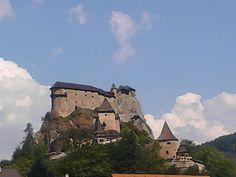 Oravský hrad odporúčam tam ísť inač bola tam natočena laska na vlásku a ine pekné filmy:-)