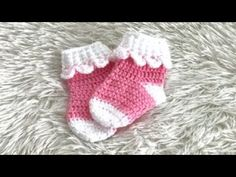 How to crochet a hexagon that looks like six triangles put together. I created this myself with out a pattern. I hope you like it. Crochet Baby Socks, Booties Crochet, Crochet Baby Clothes, Crochet Slippers, Baby Booties, Baby Knitting, Baby Patterns, Crochet Patterns, Baby Hut