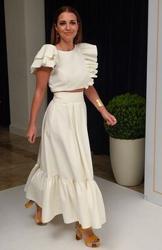 Fashion Dresses Love this pretty two piece white linen casual outfit. Dress Skirt, Dress Up, Love Couture, Looks Street Style, Trendy Fashion, Womens Fashion, Summer Fashion Trends, Mode Inspiration, Mode Style