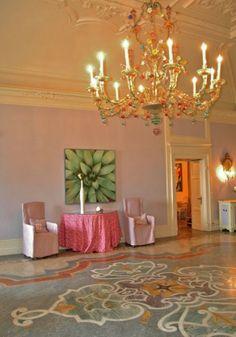 La sala glicine di Villa Acquaroli