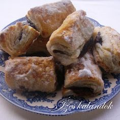 Ízes kalandok: Szilvalekváros hájas tészta French Toast, Muffin, Pork, Food And Drink, Cheese, Breakfast, Kale Stir Fry, Morning Coffee, Muffins