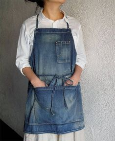 fog linen work dresses and bags . Jean Crafts, Denim Crafts, Artisanats Denim, Denim Shirt, Jean Apron, Sewing Aprons, Denim Aprons, Work Aprons, Leather Apron