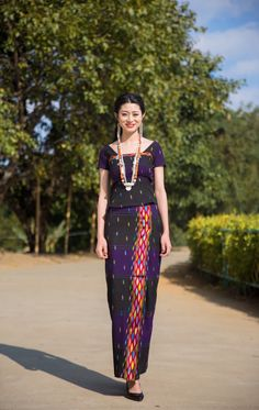 Myanmar Traditional Dress, Traditional Dresses, Burmese Girls, Thai Style, Western Outfits, Occasion Wear, Cotton Blouses, Kebaya, Indian Ethnic