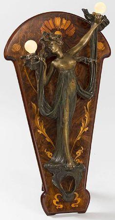 Art Nouveau - Applique Lumineuse 'Femme' - Bronze Doré sur Bois Marqueté - Georges Flamand - Vers 1900