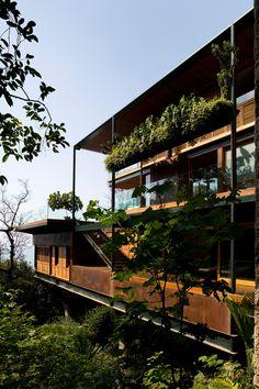 Casa en Guarujá / Bernardes Jacobsen