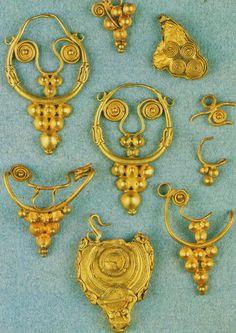 Arrecadas e brincos Castro da Cabeça de Vaiamonte, Monforte, Portalegre Idade do Ferro Recente (cerca de 400-200 a.C.)