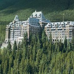 The Fairmont Banff Springs Hotel is one of the spookiest luxury hotels in North America. Built in 1886, the hotel gets many visits from the departed. Guests often encounter Sam, a bellman who past decades ago, who assists on the ninth floor but vanishes when he's give a tip or guest try to engage in conversation. Check out five of our favorite haunted hotels at the link in our bio.