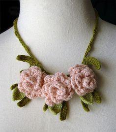 pale peach roses necklace