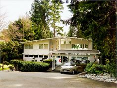 mid century home in North Vancouver, typical design for the northwest, 2 level home, ground floor entry, roof line, wood construction