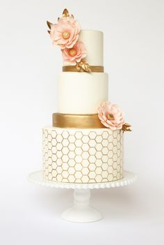 Love this gorgeous golden honeycomb cake with pink flowers!