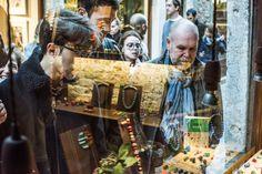 Il 22 ottobre scorso è partita ufficialmente la Venice Fashion Night: una settimana di eventi, attività, scoperte nel segno della qualità veneziana.  Vetrina di Perlamadredesign gioielli di vetro.