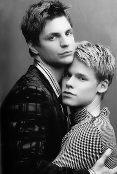 Queer as Folk american version with Gale Harold and Randy Harrison as Brian and Justin — PalataGandy Brian E Justin, Justin Taylor, Queer As Folk, Usa Tv Shows, Hugs, Justin Photos, Randy Harrison, Brian Kinney, Gale Harold