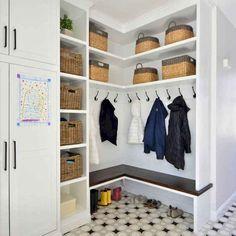 Nice 41 Pretty Farmhouse Mudroom Remodel Ideas To Try This Season. Mudroom Laundry Room, Laundry Room Design, Vestibule, Reno, Entryway Decor, Entryway Ideas, Modern, House Design, House Styles